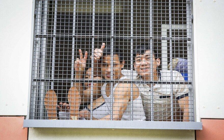 """""""Детки в клетке"""": проверка Центра регистрации иностранцев выявила вопиющие нарушения"""