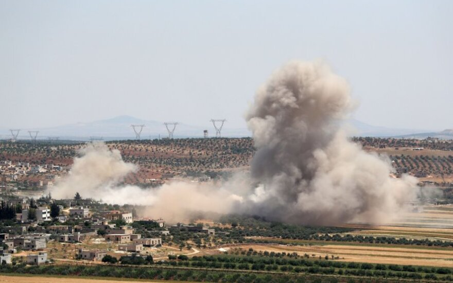"""JAV vadovaujama koalicija sako sudavusi smūgį """"al Qaeda"""" šiaurės vakarų Sirijoje"""
