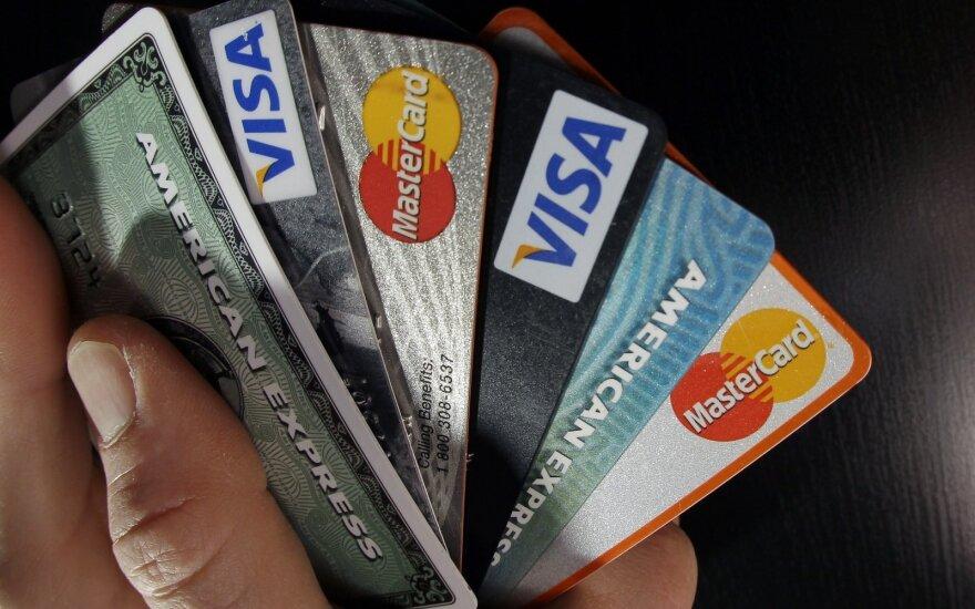Что больше по душе жителям Литвы - наличные или банковские карты?