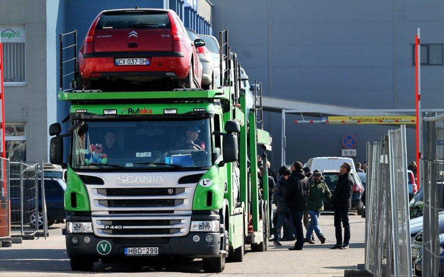 Литовцы сметают автомобили в США: опасаются, что цены могут взлететь