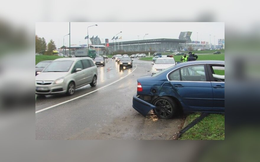 В Клайпеде BMW врезался в столб