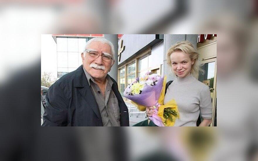Супруга Джигарханяна объяснила свое бегство из России