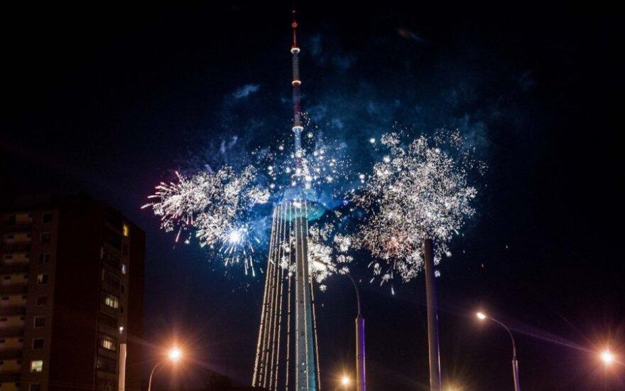 Зажгли огни на самой высокой елке Литвы