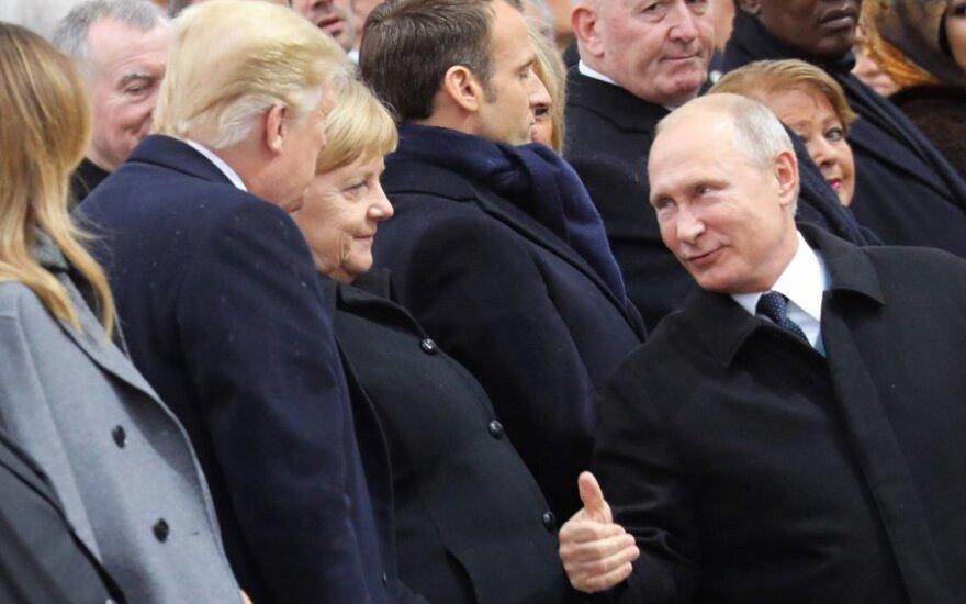 Putinas Paryžiuje kalbėjosi su Trumpu