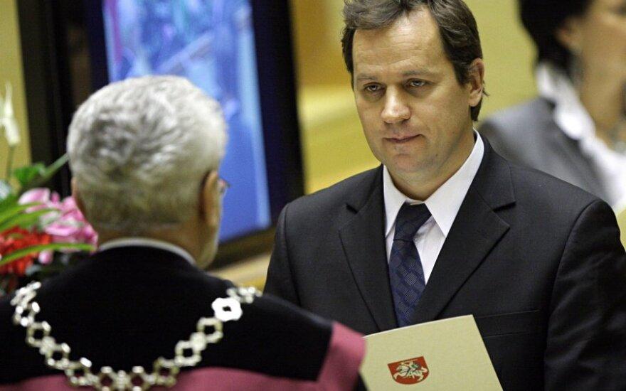 Tomaszewski rozważa zmianę nazwy partii i ostrzega przed prowokacjami