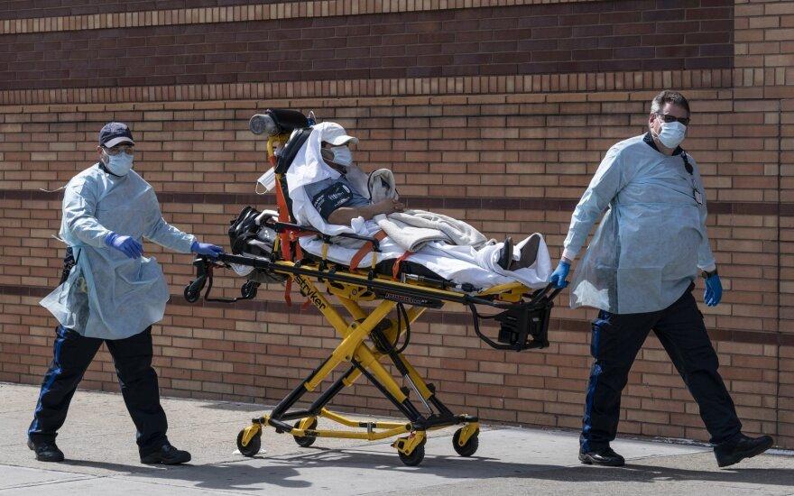 В войне США с коронавирусом уже погибло больше американцев, чем за шесть предыдущих войн