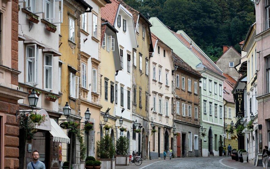 Словения выплатит литовцу почти 9000 евро компенсации из-за переводчика на русский язык
