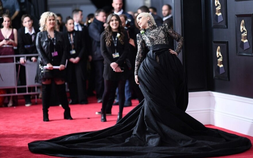 Леди Гага отменила европейскую часть мирового турне из-за сильных болей