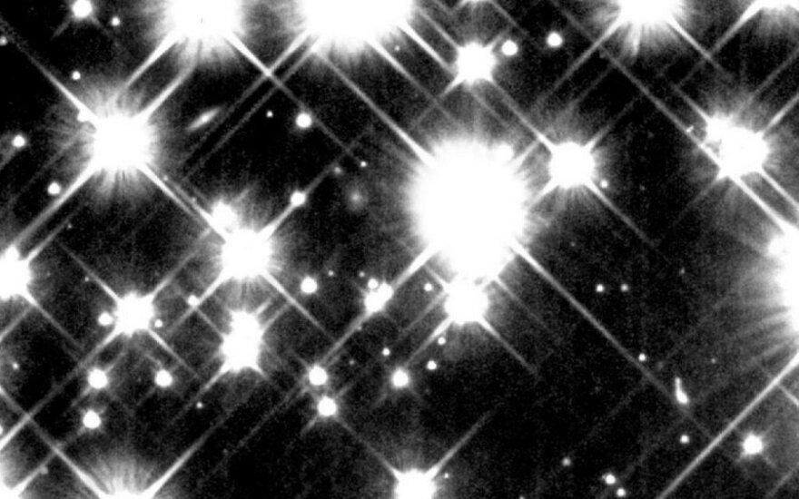"""Teleskopo """"Hubble"""" nufotografuotos 12-13 mlrd. metų senumo baltosios nykštukės"""