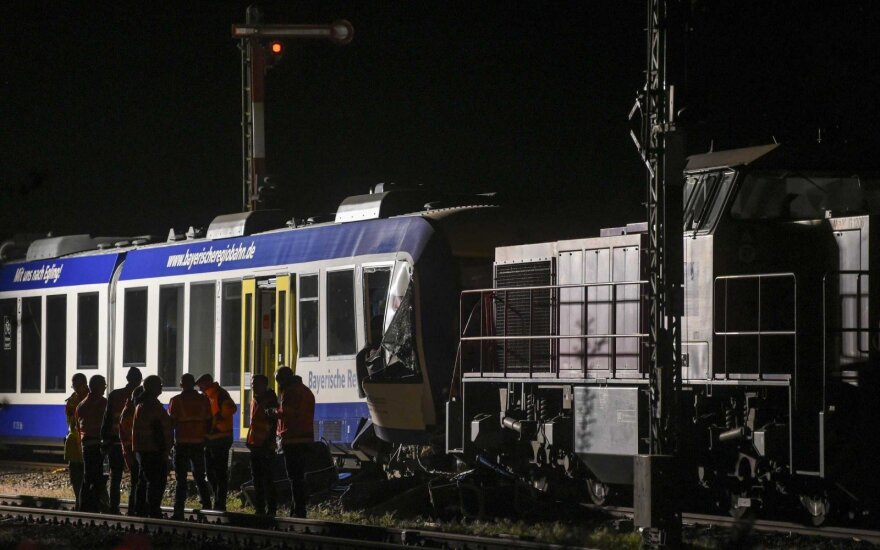 Пассажирский и товарный поезда столкнулись в Германии