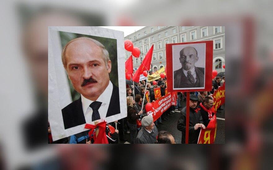 Митинг с портретами Александра Лукашенко и Владимира Ленина