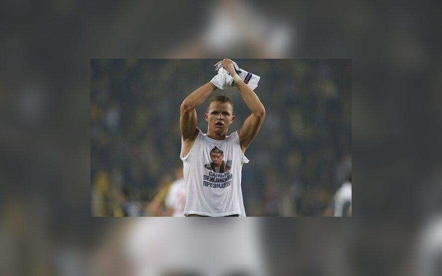 Российский футболист показал туркам портрет Путина