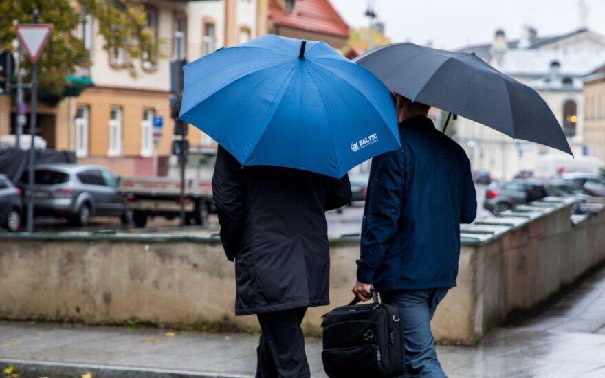 Погода преподнесет сюрприз: прогнозируют осадки, неприятный ветер и тепло