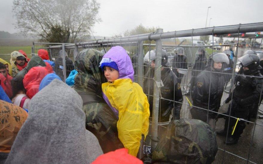 Литовских полицейских направят в Словению помочь справиться с наплывом мигрантов