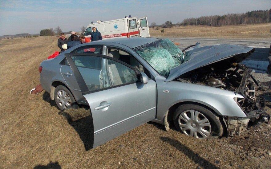 Жуткое ДТП на дороге Вильнюс-Утена: столкнулись тягач и легковушка