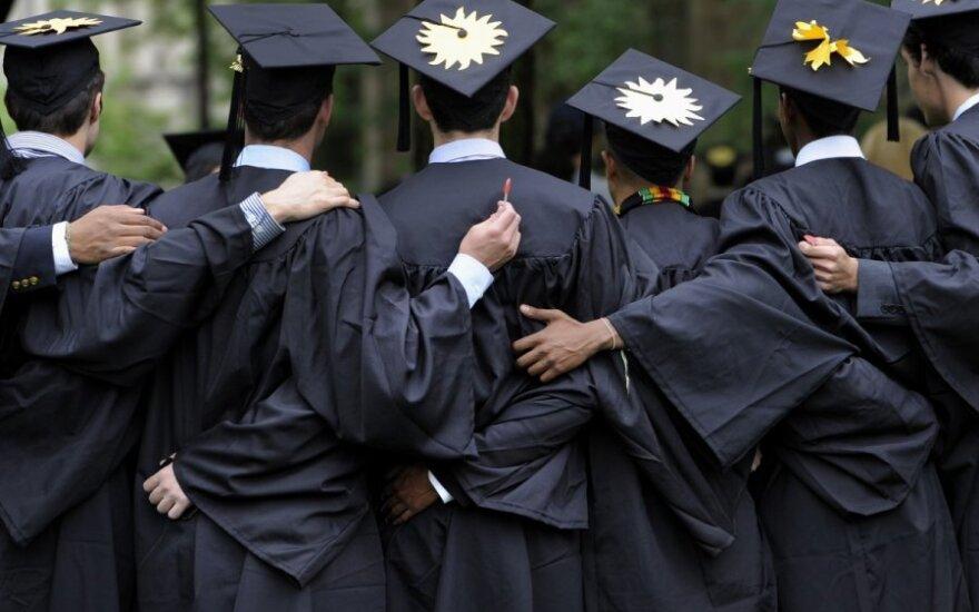 Coraz łatwiej dostać się na studia dzienne. Na wielu uczelniach rekrutacja jeszcze trwa.