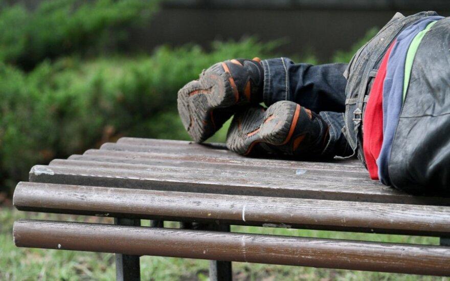 Вернувшийся из больницы мужчина обнаружил у себя дома бездомного