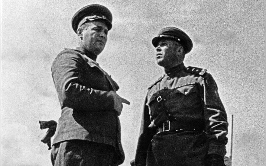 Ivanas Černiachovskis (kairėje)