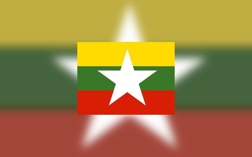 Новый флаг Бирмы поражает сходством с триколором