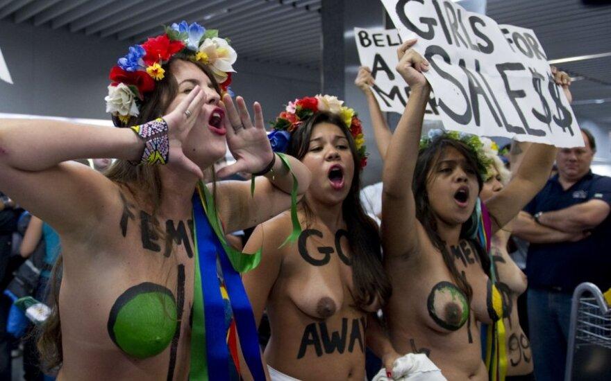 """""""Femen"""" protestavo dėl sekso turistų Rio de Žaneiro karnavale"""