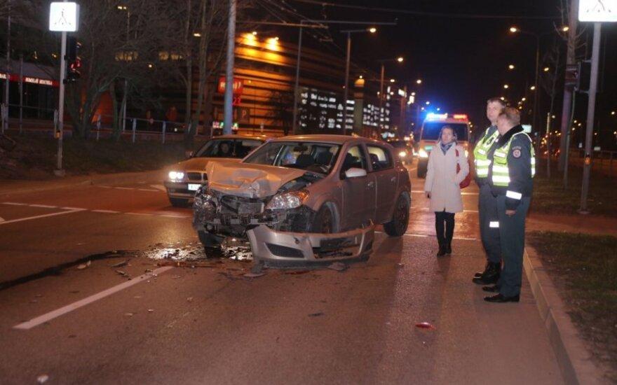 Из-за пьяного пешехода произошла авария, пострадал водитель