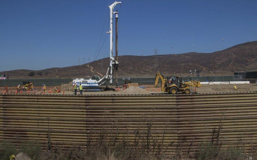 """Трамп назвал закрытие границы с Мексикой """"прибыльной операцией"""""""