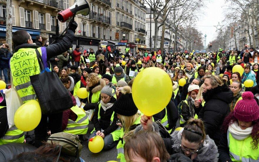 """Протесты """"желтых жилетов"""": демонстранты в Париже вломились в министерство"""