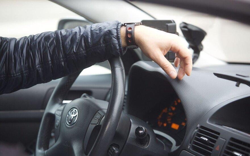 Истек срок действия старых водительских удостоверений: тысячи водителей их не поменяли
