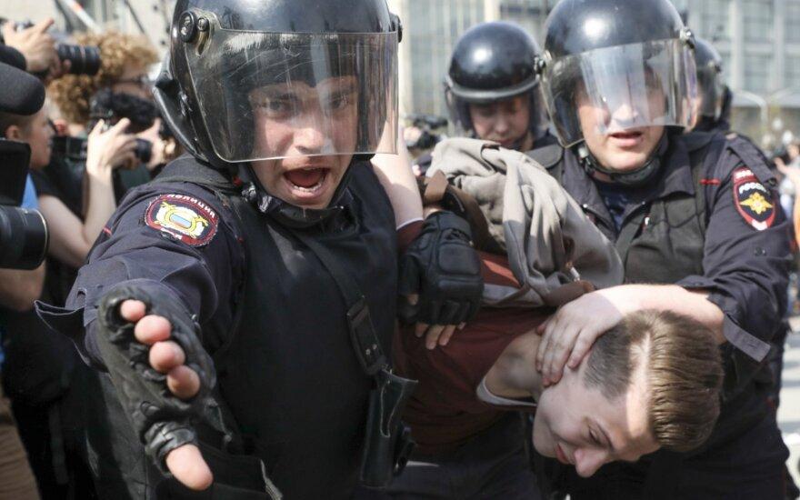 Глава МИД Литвы призывает международную общественность обратить внимание на аресты в РФ