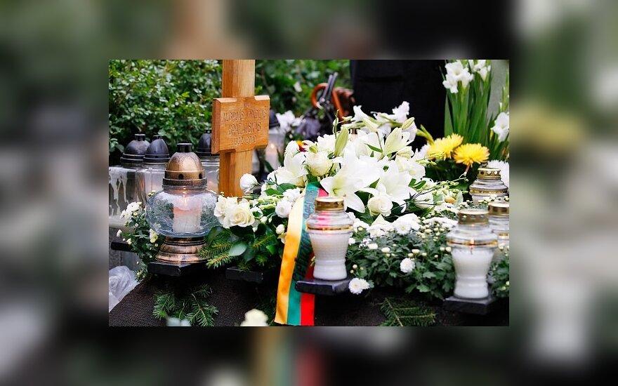 Советник президента: важно, чтобы к годовщине смерти Бразаускаса привели в порядок пантеон