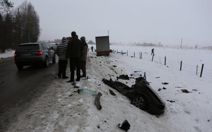 В Шилутском районе тягач столкнулся с легковым автомобилем, погибли 4 человека