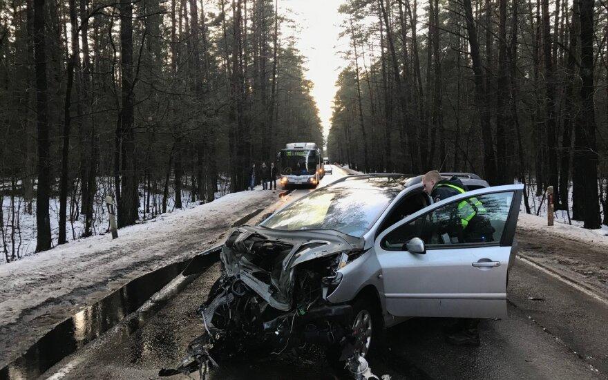 Авария в Вильнюсе: при столкновении двух автомобилей пострадал ребенок