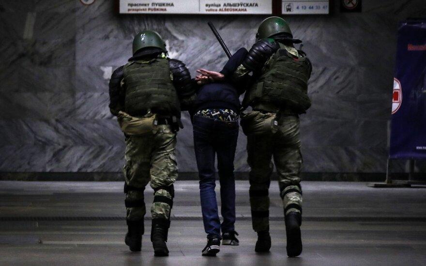 Министр обороны Беларуси рассказал о теоретических угрозах: действия силовиков могут быть представлены как геноцид