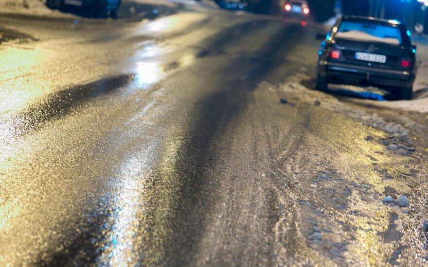Погода: синоптики предупреждают – на дорогах местами гололед