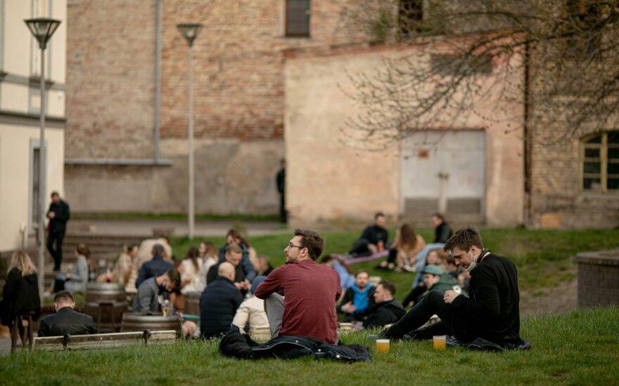 За длинные выходные полиция Литвы составила около 150 протоколов о нарушении карантина