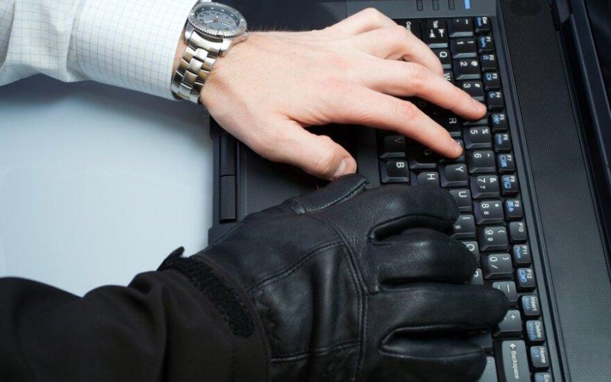 Помогавший хакерам сотрудник Reuters - тролль со стажем