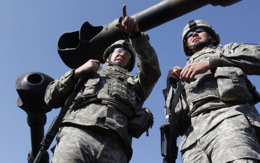 Pietų Korėja ir JAV surengė bendrus karinius mokymus