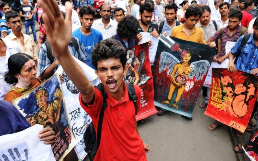 Зверское убийство девушки вызвало протесты в Калькутте