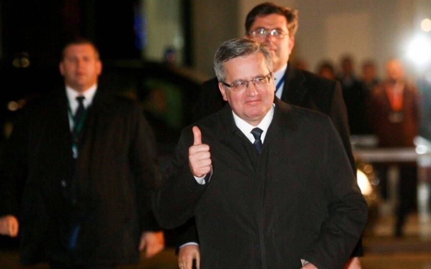 Bronisław Komorowski nie przyjedzie na Dzień Niepodległości Litwy. Miał wypadek na nartach
