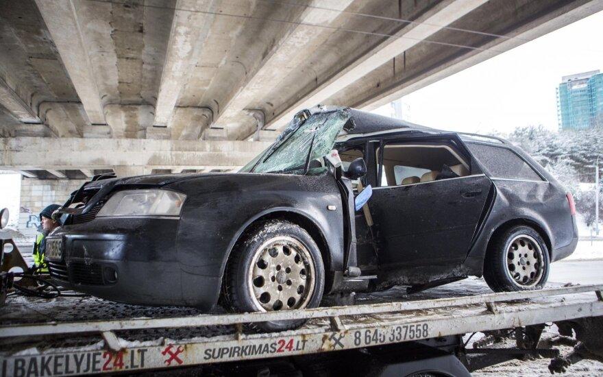 В Вильнюсе в автомобиле был зажат водитель