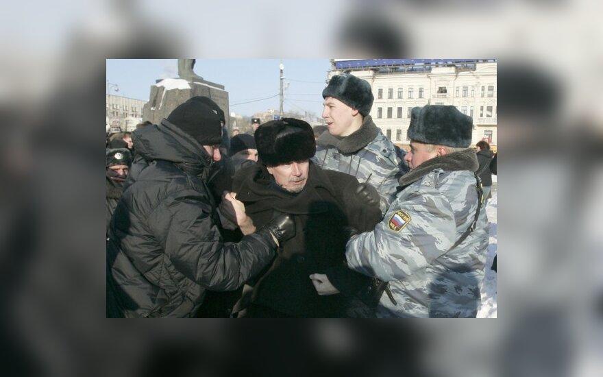 Лимонов вышел на свободу после суток ареста