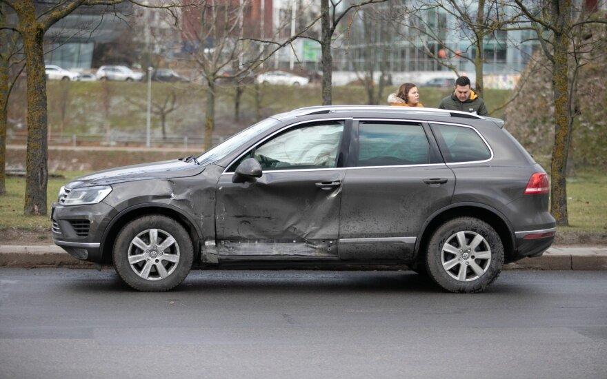 В Вильнюсе столкнулись два автомобиля Volkswagen, пострадала девушка