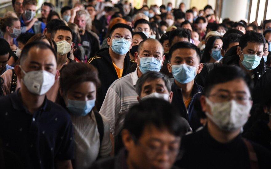 Pasaulyje kovojama su žaibiškai plintančiu koronavirusu