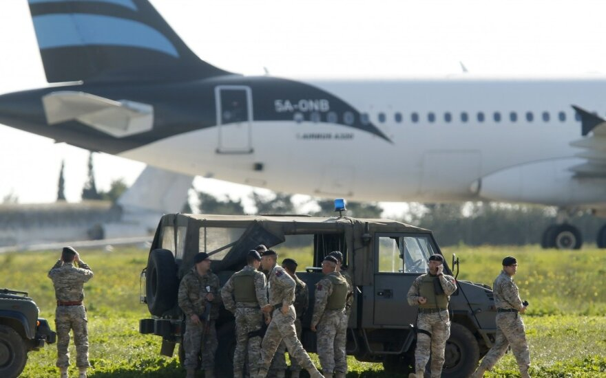 Захватчики ливийского самолета сдались властям Мальты