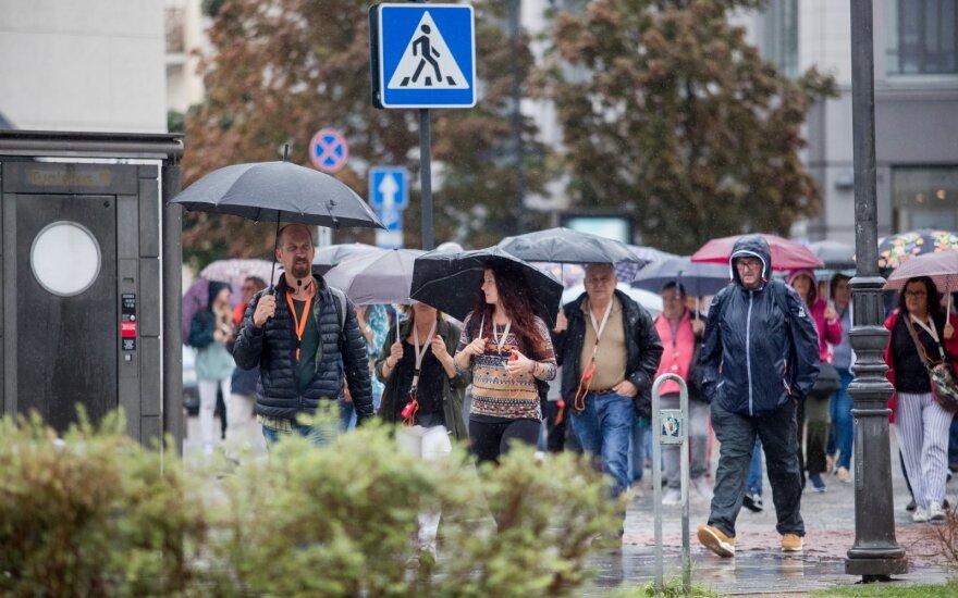 Прогноз синоптиков однозначный: без зонта из дома ни ногой
