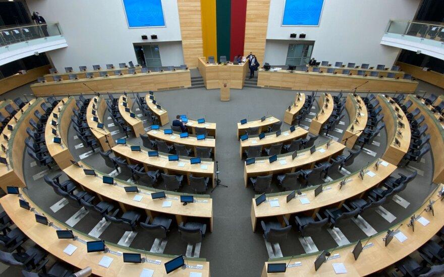 Восемь депутатов поселились в роскошной гостинице - в парламентской гостинице для них не нашлось места