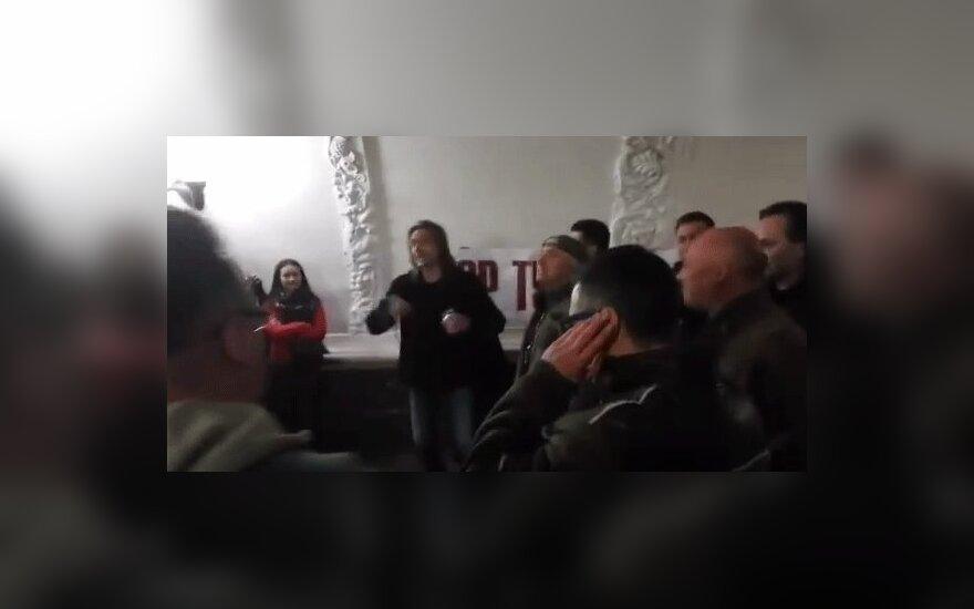 """Полиция разогнала """"Хор Турецкого"""", выступавший в московском метро"""