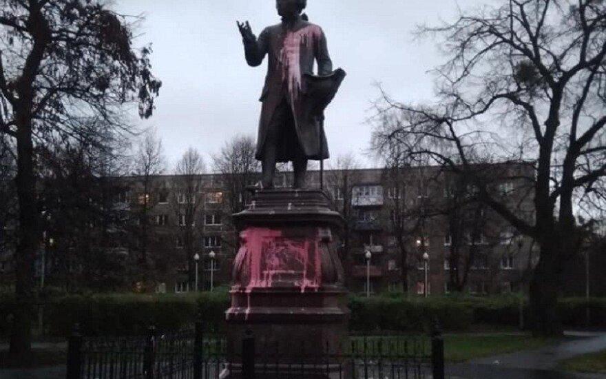 В Калининграде облили краской памятник Канту