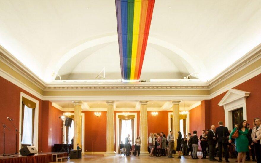 В здании Ратуши вывесили радужные флаги