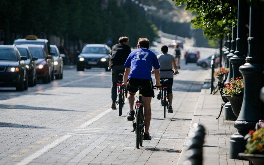 На литовский курорт приезжает столько велосипедистов, что в выходные запрещают ездить на велосипедах